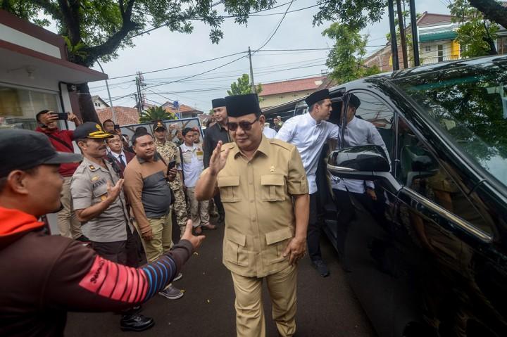 Prabowo Melayat Rektor UKRI