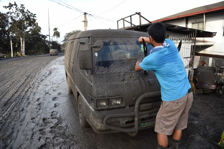 Gunung Taal Filipina Meletus, Ribuan Warga Dievakuasi