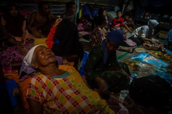 Pengungsi Banjir Demak Bertahan di Tanggul Sungai Tuntang