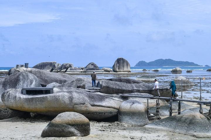 Keindahan Taman Bumi Alif Stone Park di Natuna