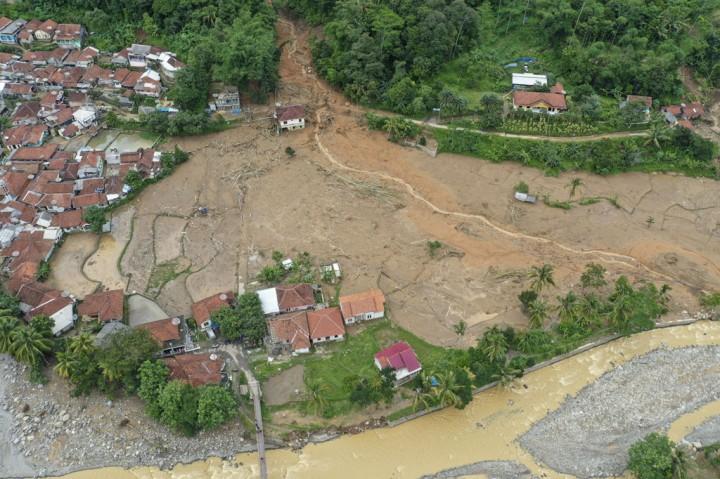 Pencarian Korban Tanah Longsor Sukajaya Dihentikan