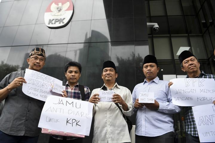 Koalisi Masyarakat Antikorupsi Kirim Jamu Antidiare untuk KPK