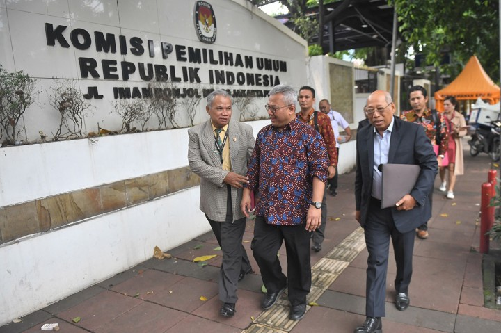 Tim Hukum PDIP Datangi Kantor KPU
