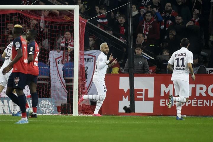 Dua Gol Neymar Bawa PSG Menang Atas Lille