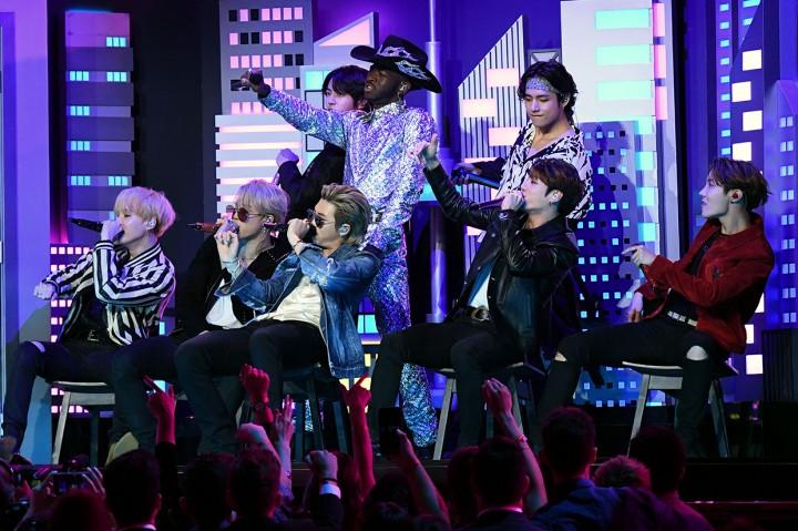 Gaya Kece BTS di Grammy Award 2020