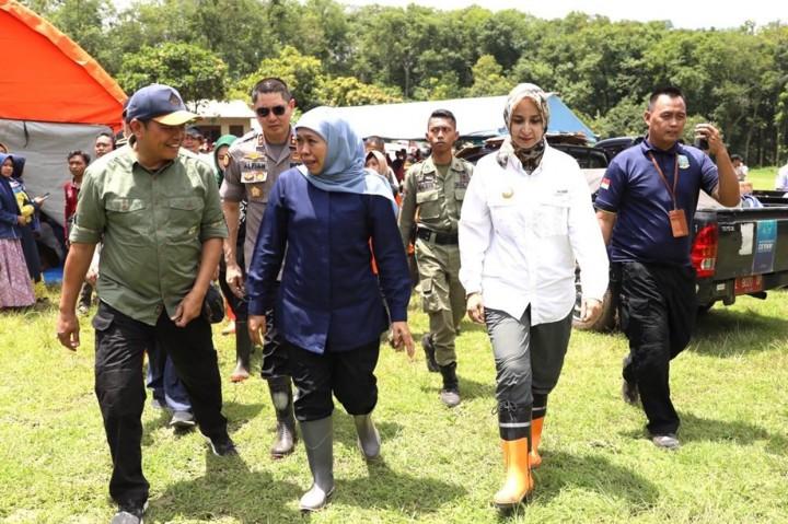 Khofifah Kunjungi Pengungsi Banjir Bandang Jember