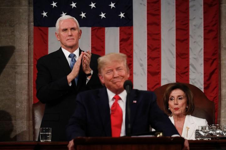 Saat Ketua DPR AS Robek Naskah Pidato Trump