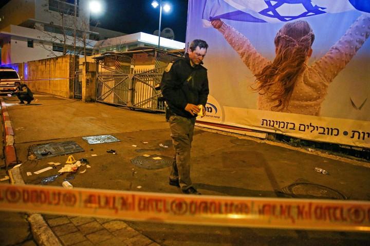 Warga Palestina Tabrakkan Mobil ke Kerumunan Tentara Israel