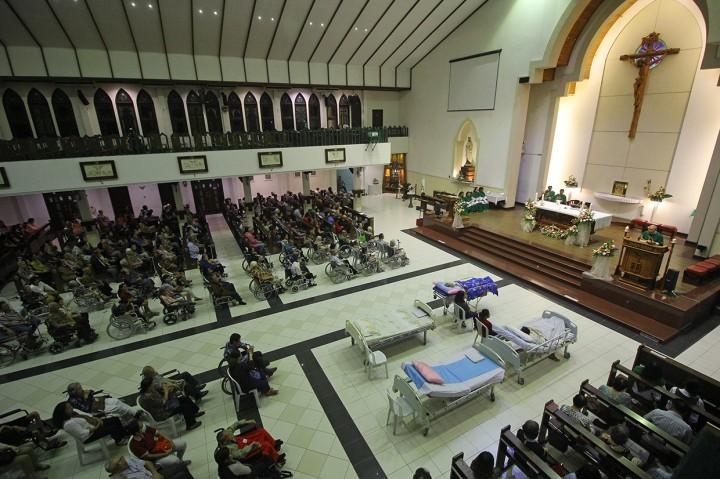 Suasana Misa Hari Orang Sakit Sedunia di Surabaya