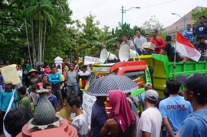 Sopir Truk Gelar Unjuk Rasa di DPRD Jepara
