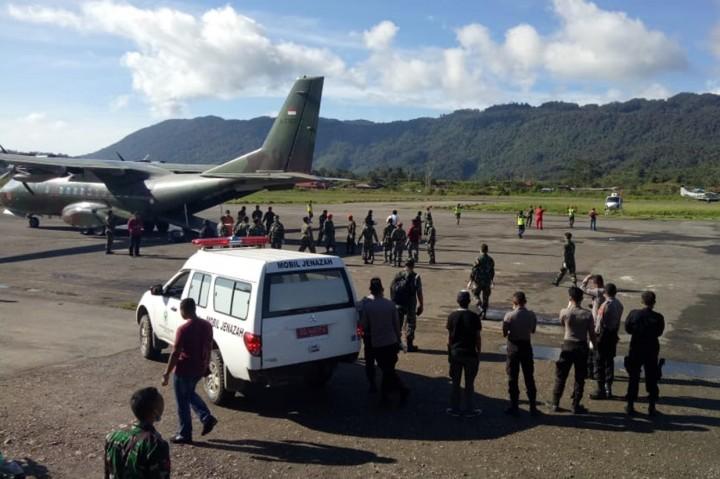 12 Jenazah Jatuhnya Helikopter MI-17 Dievakuasi
