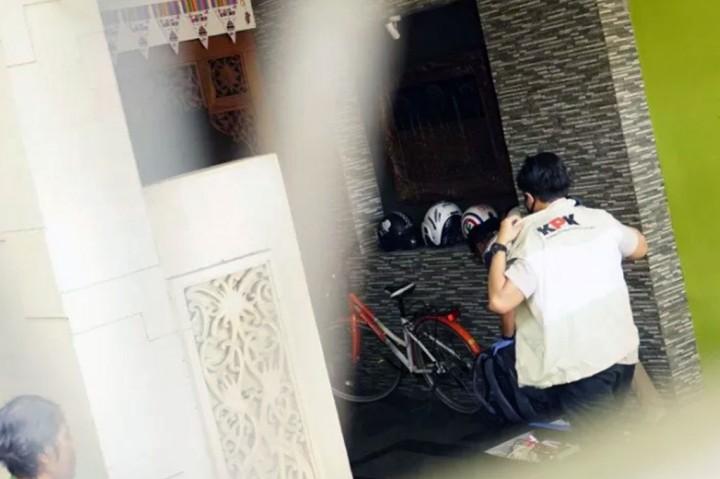 KPK Geledah Rumah Pengusaha di Tulungagung