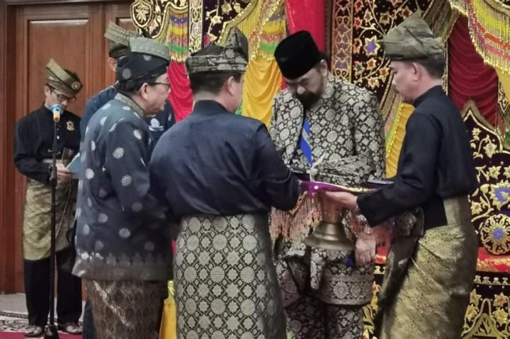 LAM Batam Anugerahi Surya Paloh Gelar Datuk Seri Setiawangsa
