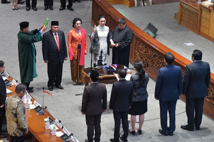 DPR Lantik 3 Anggota DPR Pengganti Menteri Jokowi