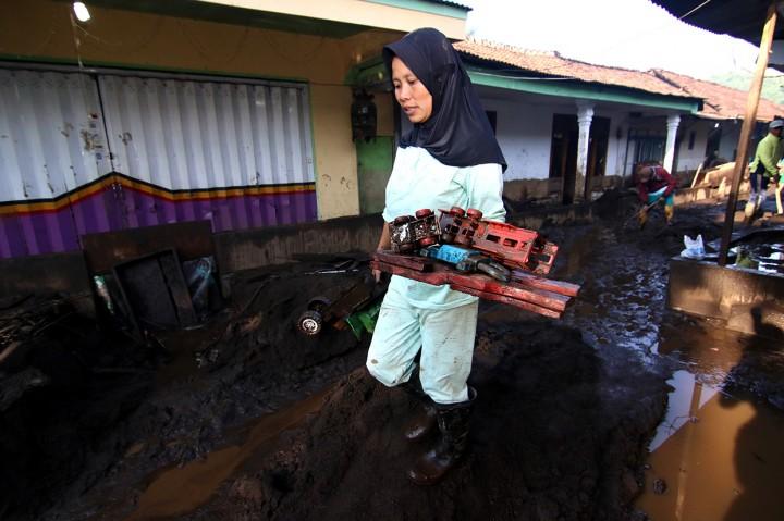 Ratusan Makam di TPU Kampung Baru Rusak Akibat Banjir