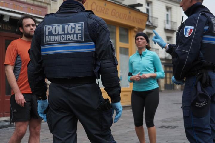 Terapkan Lockdown, Prancis Kerahkan 100 Ribu Polisi