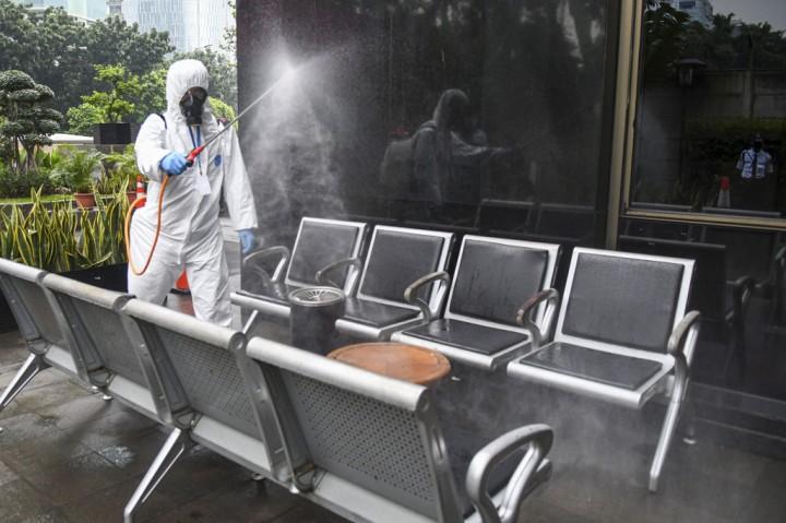 Gedung KPK Disemprot Cairan Disinfektan