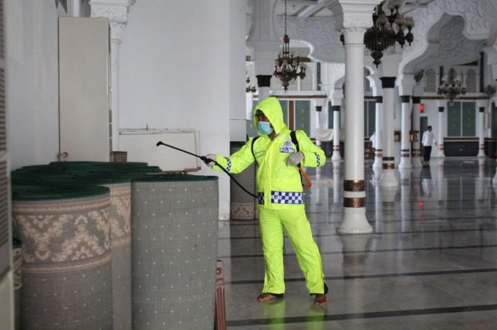 Masjid Raya Baiturrahman Aceh Disterilisasi