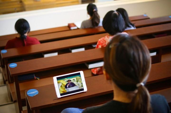 Cegah Korona, Gereja Gelar Ibadah Lewat Live Streaming