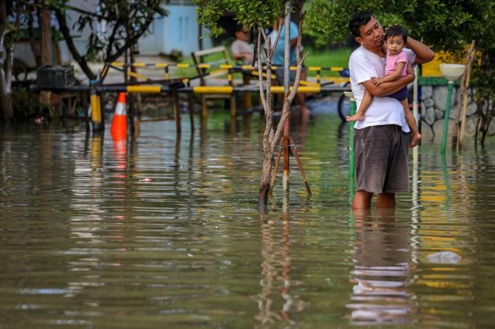 Banjir Rendam Total Persada Tangerang, Akses Jalan Tertutup
