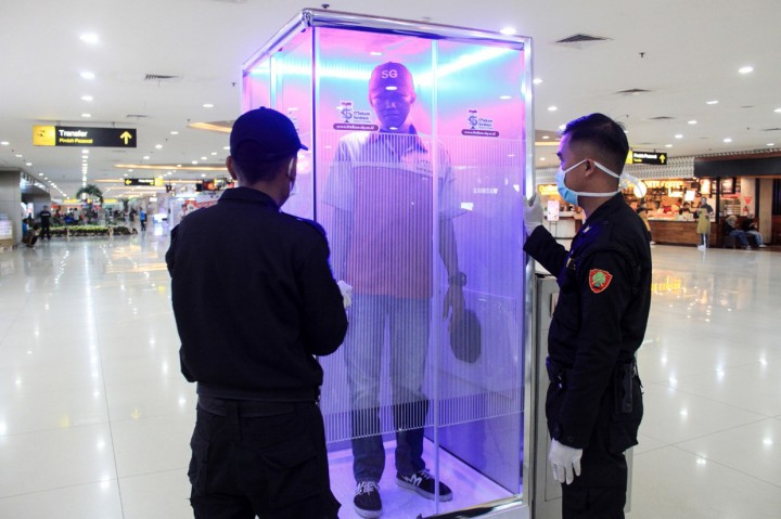 Pemkot Surabaya Pasang 2 Bilik Sterilisasi di Bandara Juanda