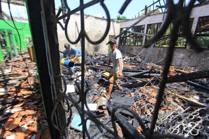 SMPN 2 Indramayu Hangus Terbakar