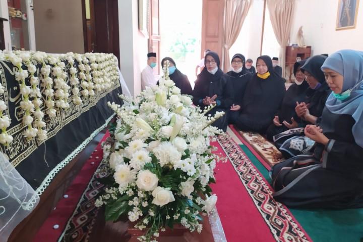 Ibunda Jokowi Ingin Hartanya Diwakafkan untuk Masjid