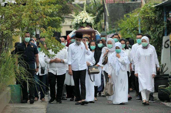 Prosesi Pemakaman Ibunda Jokowi