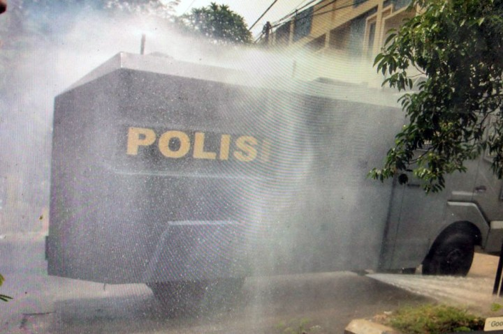 Water Cannon Dikerahkan Semprot Disinfektan di Aceh