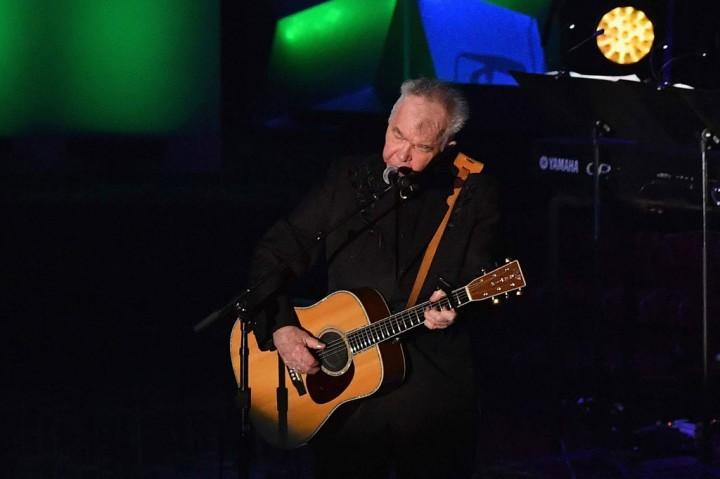 Penyanyi John Prine Meninggal Dunia