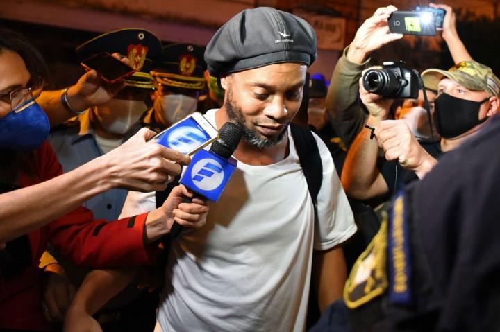 Ronaldinho Dibebaskan dari Penjara Paraguay