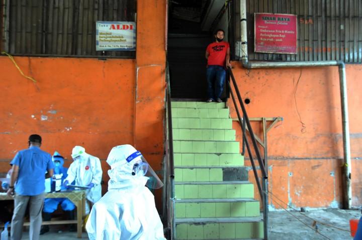 Pedagang Pasar Baru Bogor Jalani Tes Swab