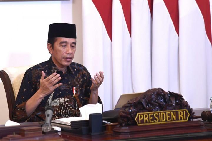 Jokowi Serahkan Zakat ke Baznas Secara Daring