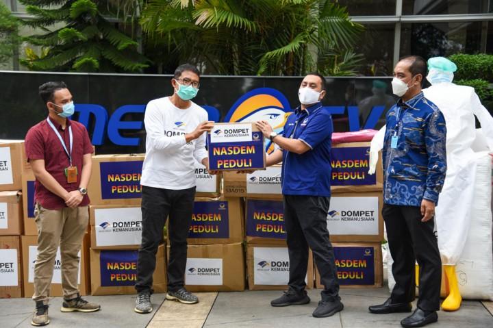 NasDem Serahkan Bantuan APD Senilai Rp500 Juta