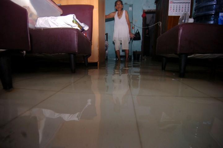 Banjir Rob Rendam Pemukiman Warga di Tegal
