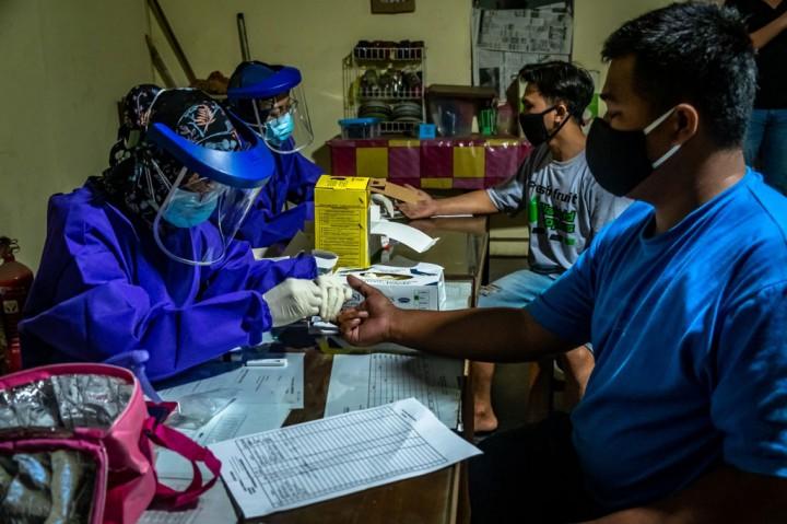 Pedagang Pasar Johar Semarang Jalani Rapid Test