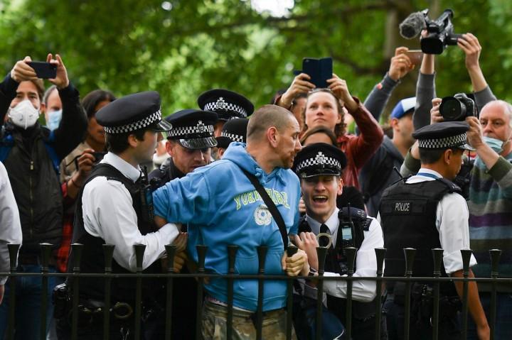 Langgar Social Distancing, 19 Pendemo di London Ditangkap