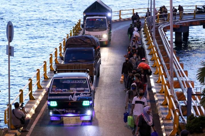 H-6 Lebaran, Pelabuhan Ketapang-Gilimanuk Dipenuhi Pemudik