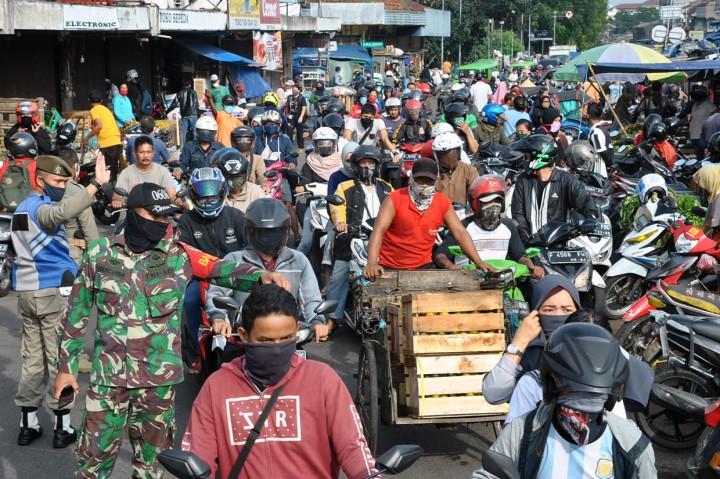 Warga Padati Pasar Anyar Bogor Jelang Lebaran