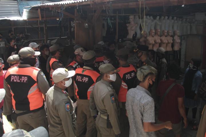 Satpol PP Gelar Patroli Khusus Cegah Kerumunan di Pasar Tanah