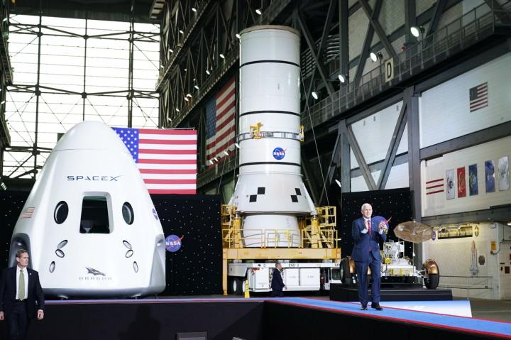 SpaceX Berhasil Luncurkan Dua Astronaut NASA ke Luar Angkasa