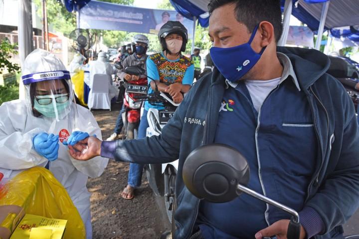 Dinkes Banten Gelar Rapid Test Drive Thru di Stadion
