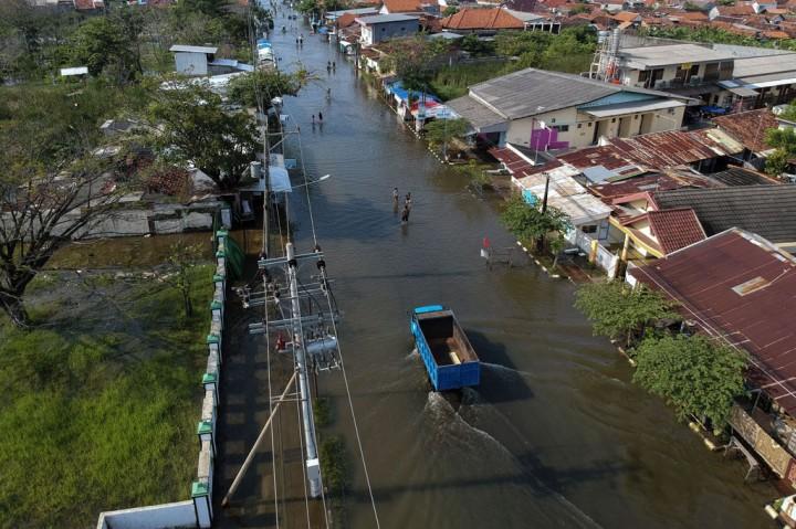 Polda Jateng dan Kodam IV/Diponegoro Bantu Korban Rob Pekalongan