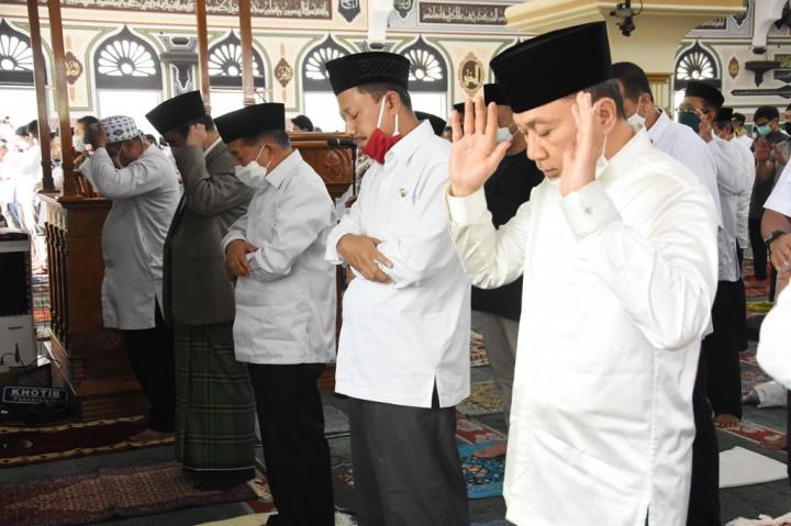 Jusuf Kalla Tunaikan Salat Jumat di Masjid Al-Azhar