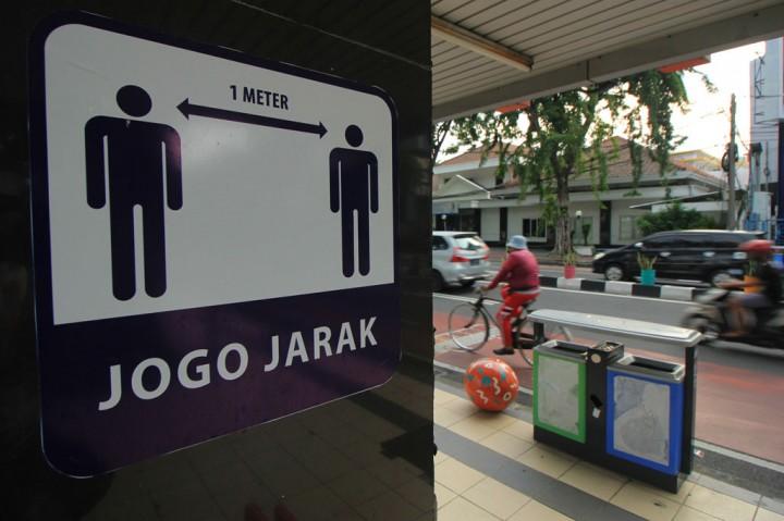 Pemkot Surabaya Pasang Rambu Wajib Pakai Masker dan Jaga Jarak