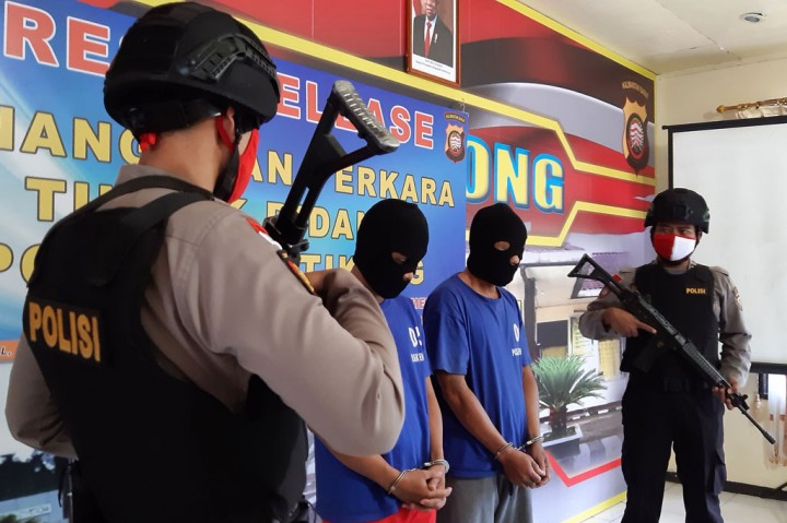 Polsek Entikong Ringkus Penyelundup 2,9 Kg Sabu