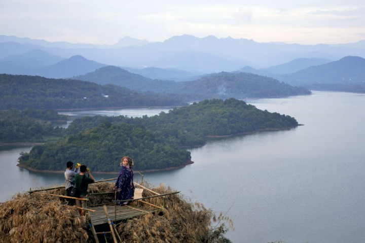 Sejuknya Wisata Alam Bukit Indah Beroangin