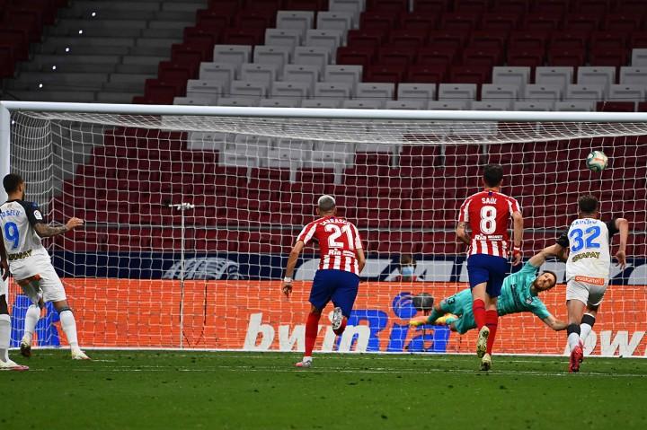 Atletico Madrid Tekuk Alaves 2-1