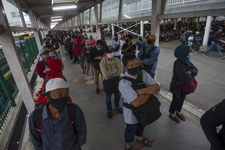 Antrean Penumpang KRL Terjadi di Stasiun Bogor