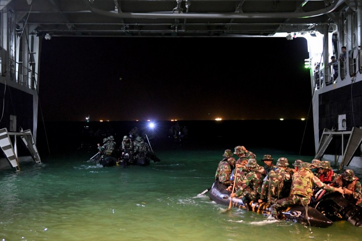 Melihat Latihan Korps Marinir di Pulau Damar